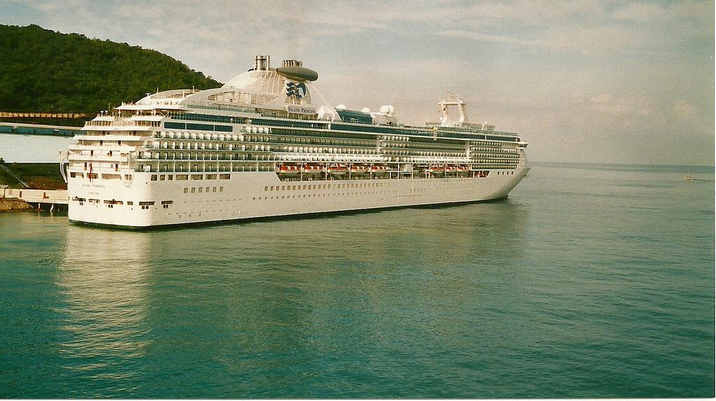 Kreuzfahrtschiff ab in die Karibik